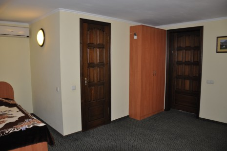 №9 3-й этаж. Номер мансардного типа.